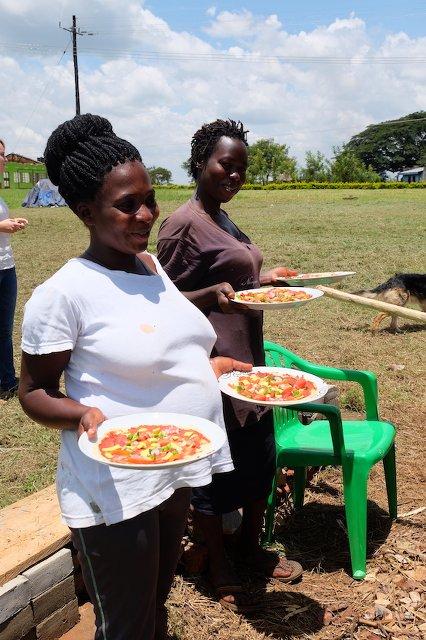 Happy und Marry mit der ersten Test-Pizza