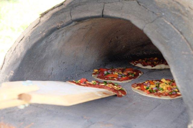 Pizza aus dem clay ofen